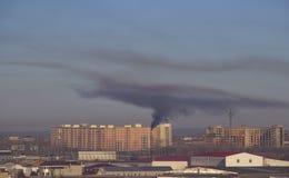 Μαύρες εκπομπές καπνού στοκ φωτογραφίες
