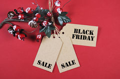 Μαύρες ετικέττες πώλησης Παρασκευής με τις διακοσμήσεις Χριστουγέννων Στοκ Εικόνες