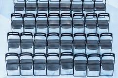 Μαύρες καρέκλες που τίθενται στο ακροατήριο, τοπ άποψη Στοκ εικόνες με δικαίωμα ελεύθερης χρήσης