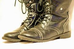 Μαύρες μπότες με τις δαντέλλες Στοκ φωτογραφία με δικαίωμα ελεύθερης χρήσης