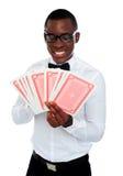 μαύρες νεολαίες ατόμων εκμετάλλευσης γεφυρών καρτών έξω στοκ φωτογραφίες με δικαίωμα ελεύθερης χρήσης