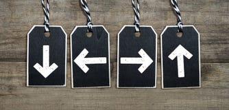 Μαύρες ξύλινες ετικέττες με τα βέλη στοκ εικόνα με δικαίωμα ελεύθερης χρήσης