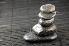 μαύρες πέτρες μπαμπού zen Στοκ φωτογραφίες με δικαίωμα ελεύθερης χρήσης