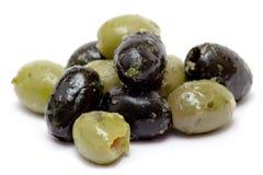 μαύρες πράσινες ελιές Στοκ εικόνες με δικαίωμα ελεύθερης χρήσης