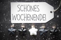 Μαύρες σφαίρες Χριστουγέννων, Snowflakes, ευτυχές Σαββατοκύριακο μέσων Schoenes Wochenende Στοκ εικόνα με δικαίωμα ελεύθερης χρήσης