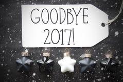 Μαύρες σφαίρες Χριστουγέννων, Snowflakes, κείμενο αντίο το 2017 Στοκ φωτογραφία με δικαίωμα ελεύθερης χρήσης