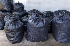 Μαύρες τσάντες απορριμάτων Στοκ φωτογραφία με δικαίωμα ελεύθερης χρήσης