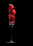μαύρες φράουλες γυαλι&om Στοκ Εικόνες