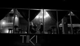 11/12/18 μαύρη άσπρη άποψη ν του νέου φραγμού Dumaguete Φιλιππίνες Tiki στοκ εικόνες