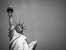 Μαύρη άσπρη ελευθερία Νέα Υόρκη αγαλμάτων Στοκ Φωτογραφία