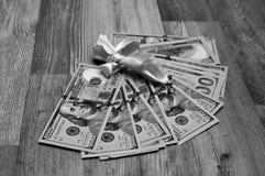 Μαύρη άσπρη φωτογραφία των αμερικανικών μετρητών, δολάρια δώρο Στοκ Εικόνα