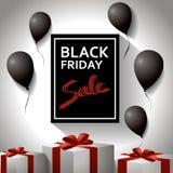 Μαύρη έννοια Παρασκευής Αφίσα προτύπων με τα μαύρα μπαλόνια και τα δώρα Στοκ Φωτογραφία