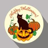Μαύρη γάτα, κολοκύθα και συρμένα χέρι κείμενο & x22 Ευτυχείς αποκριές! & x22  Στοκ Φωτογραφίες