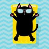 Μαύρη γάτα που επιπλέει στο κίτρινο στρώμα νερού λιμνών αέρα Χαριτωμένος χαλαρώνοντας χαρακτήρας κινούμενων σχεδίων Γυαλιά ηλίου  απεικόνιση αποθεμάτων