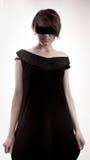 μαύρη γυναίκα ματιών φορεμά&ta Στοκ Φωτογραφίες