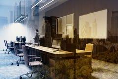 Μαύρη γωνία γραφείων ανοιχτού χώρου τοίχων, διπλάσιο στοκ εικόνες