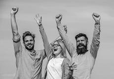 μαύρη ελευθερία έννοιας που απομονώνεται Η επιχείρηση τρία ευτυχείς εργαζόμενοι γραφείων συναδέλφων απολαμβάνει της ελευθερίας, υ στοκ εικόνες με δικαίωμα ελεύθερης χρήσης