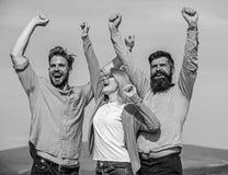 μαύρη ελευθερία έννοιας που απομονώνεται Οι υπάλληλοι απολαμβάνουν το συναίσθημα της ελευθερίας Άτομα με τη γενειάδα στην επίσημη στοκ φωτογραφίες