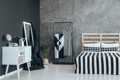 Μαύρη επικάλυψη στον καθρέφτη Στοκ φωτογραφία με δικαίωμα ελεύθερης χρήσης