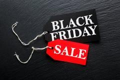 Μαύρη ετικέττα πώλησης Παρασκευής στη σκοτεινή πλάκα στοκ φωτογραφία με δικαίωμα ελεύθερης χρήσης