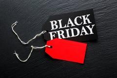 Μαύρη ετικέττα πώλησης Παρασκευής στο σκοτεινό υπόβαθρο στοκ φωτογραφίες