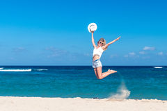 μαύρη ελευθερία έννοιας που απομονώνεται Προκλητική γυναίκα σε μια παραλία του νησιού του Μπαλί Απολαμβάνει τη γαλήνια ωκεάνια φύ Στοκ φωτογραφία με δικαίωμα ελεύθερης χρήσης