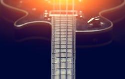 μαύρη ηλεκτρική κιθάρα Στοκ Εικόνες