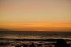 Μαύρη Θάλασσα κάτω από έναν πορτοκαλή ουρανό Στοκ φωτογραφία με δικαίωμα ελεύθερης χρήσης