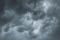 Μαύρη θύελλα σύννεφων και βροντής, δραματικό σκοτεινό σύννεφο Στοκ φωτογραφίες με δικαίωμα ελεύθερης χρήσης