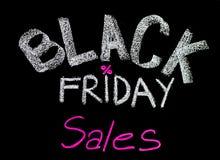 Μαύρη διαφήμιση πωλήσεων Παρασκευής χειρόγραφη με την κιμωλία στον πίνακα Στοκ Εικόνες