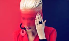 Μαύρη και κόκκινη κυρία μόδας ύφους Στοκ φωτογραφία με δικαίωμα ελεύθερης χρήσης