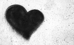 Μαύρη καρδιά στο συμπαγή τοίχο Στοκ Εικόνα