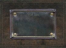 Μαύρη κενή ετικέτα δέρματος επάνω στην επιφάνεια δέρματος Στοκ φωτογραφία με δικαίωμα ελεύθερης χρήσης