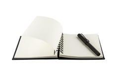 Μαύρη μάνδρα και κενό σημειωματάριο που απομονώνονται Στοκ Φωτογραφίες