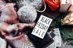 Μαύρη μεγάλη πώληση Παρασκευής ειδικό κείμενο έκπτωσης προσφοράς Χριστουγέννων επάνω Στοκ εικόνες με δικαίωμα ελεύθερης χρήσης