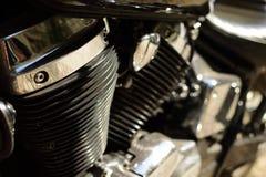 Μαύρη μοτοσικλέτα με το χρώμιο στοκ εικόνα