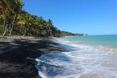 Μαύρη παραλία άμμου σε Trancoso, Βραζιλία στοκ εικόνες με δικαίωμα ελεύθερης χρήσης