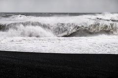 Μαύρη παραλία άμμου - Ισλανδία Στοκ φωτογραφία με δικαίωμα ελεύθερης χρήσης