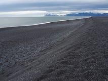 Μαύρη παραλία άμμου στη Ανατολική Ακτή της Ισλανδίας Στοκ φωτογραφία με δικαίωμα ελεύθερης χρήσης