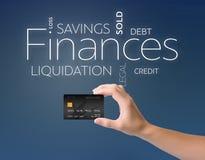 Μαύρη πιστωτική κάρτα στο μπλε Στοκ Φωτογραφίες