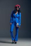 Μαύρη πρότυπη φορώντας μοντέρνη ντουλάπα μόδας Στοκ Φωτογραφίες