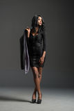 Μαύρη πρότυπη φορώντας μοντέρνη ντουλάπα μόδας Στοκ εικόνες με δικαίωμα ελεύθερης χρήσης