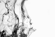 Μαύρη ροή μελανιού στο άσπρο υπόβαθρο στοκ εικόνες με δικαίωμα ελεύθερης χρήσης