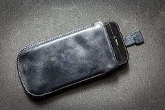 Μαύρη σακούλα για το smartphone Στοκ φωτογραφία με δικαίωμα ελεύθερης χρήσης