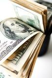 Μαύρη σακούλα δέρματος με τα χρήματα στοκ εικόνες