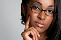 μαύρη σκεπτόμενη γυναίκα Στοκ εικόνες με δικαίωμα ελεύθερης χρήσης