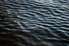 Μαύρη σύσταση κυμάτων ποταμών Στοκ Εικόνες