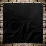 Μαύρη τσαλακωμένη τετραγωνική αφίσα προτύπων στο τουβλότοιχο grunge Στοκ φωτογραφία με δικαίωμα ελεύθερης χρήσης