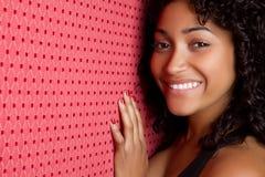 μαύρη χαμογελώντας γυναί&kap Στοκ Εικόνες