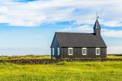 Μαύρη χρωματισμένη λουθηρανική εκκλησία Budakirkja που δημιουργείται το 1847 με το BL Στοκ εικόνες με δικαίωμα ελεύθερης χρήσης